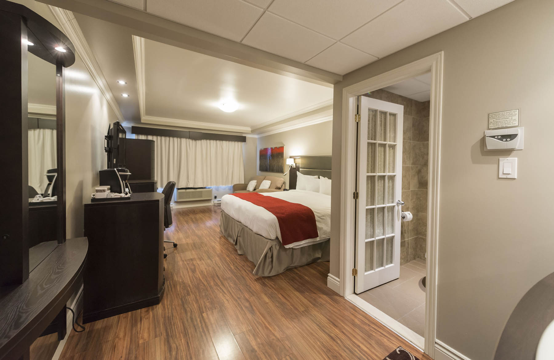 Hotel And Suites Le Dauphin